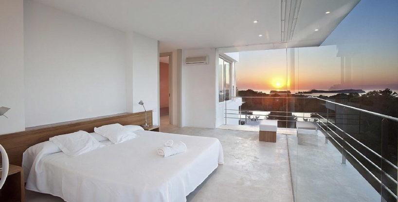 villa3056bedroomscalabassaibiza25.jpg