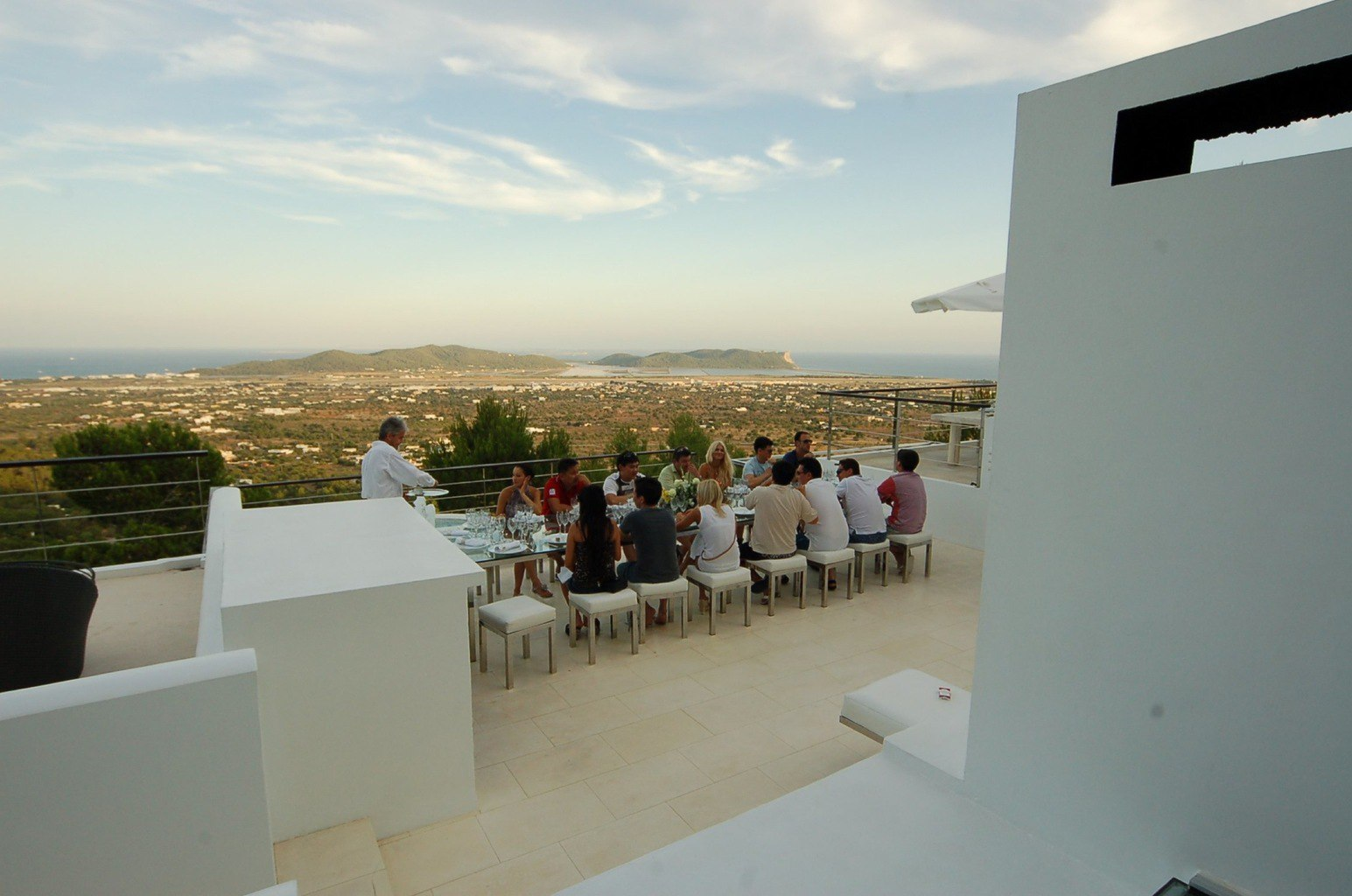 27.guest-dinning-roof-top-reduced.jpg