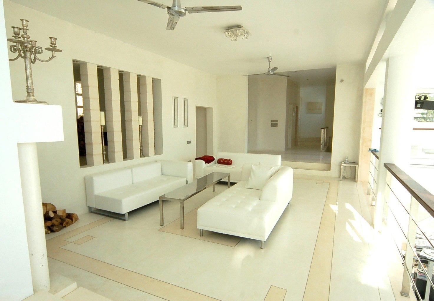 6-livingroom-reduced.jpg