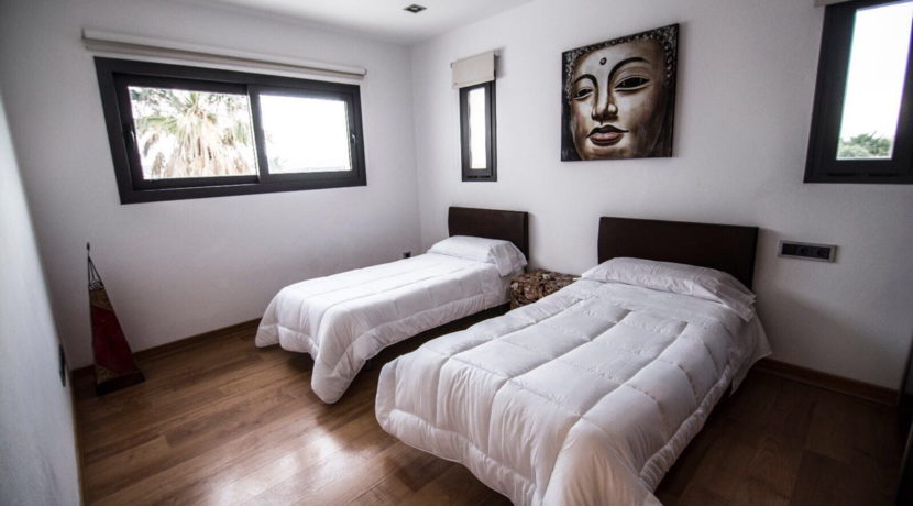 villa 2 - 4 bedrooms -san jordi25