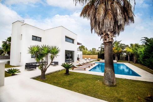 villa 2 - 4 bedrooms -san jordi41