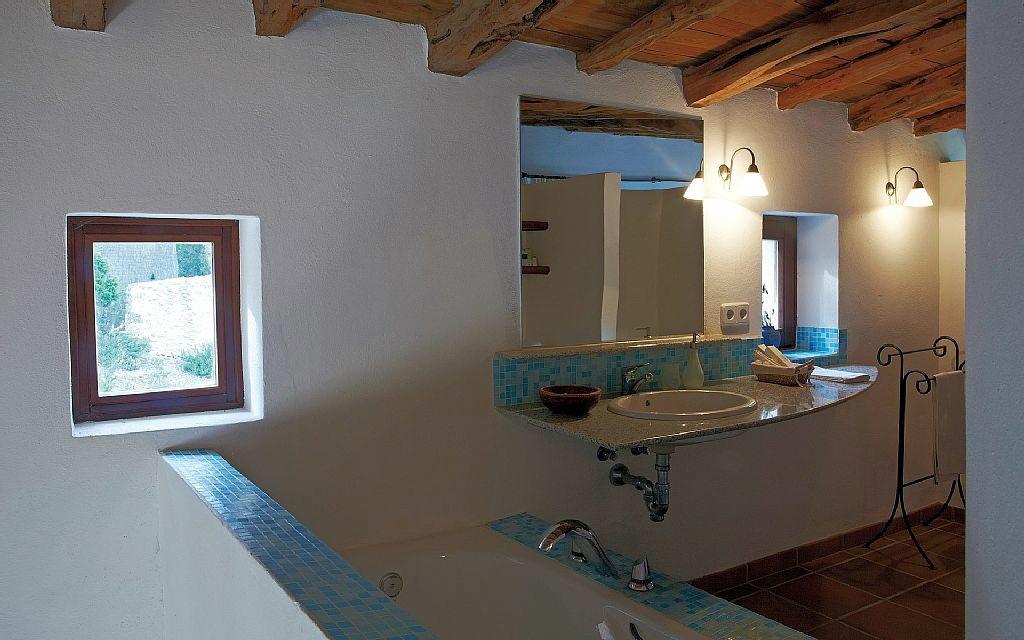 villa 290-6 bedrooms-cala bassa01