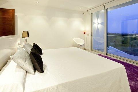 villa 298-6 bedrooms-es cubells17