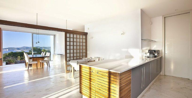 villa-305-6-bedrooms-cala-bassa09.jpg