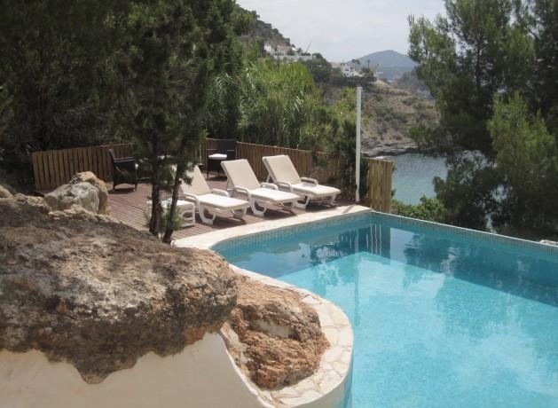 villa 96-4 bedrooms-es cubells05