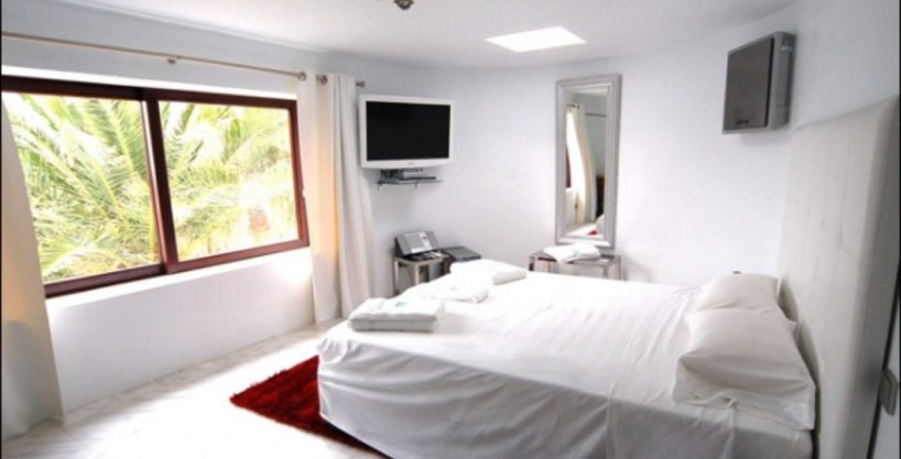 villa-284-5-bedrooms-cala-jondal26_630x472.jpg