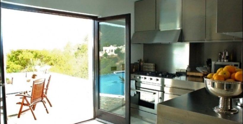 villa-284-5-bedrooms-cala-jondal32_630x472.jpg