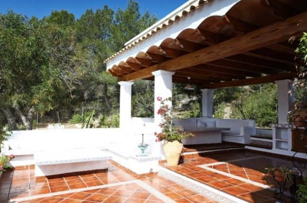 villa-286-5-bedrooms-cala-jondal01.jpg