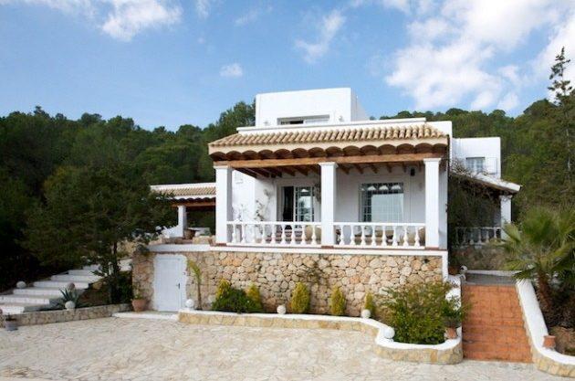 villa-286-5-bedrooms-cala-jondal05.jpg