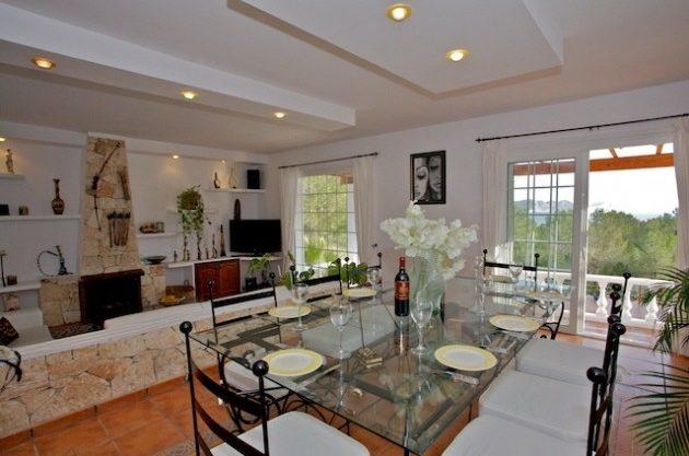 villa-286-5-bedrooms-cala-jondal08.jpg