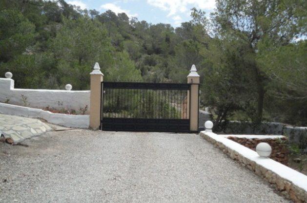 villa-286-5-bedrooms-cala-jondal27.jpg
