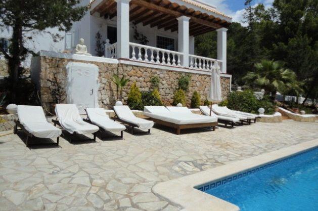 villa-286-5-bedrooms-cala-jondal35.jpg