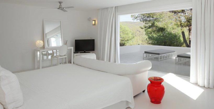 villa-294-12-bedrooms-porroig76.jpg