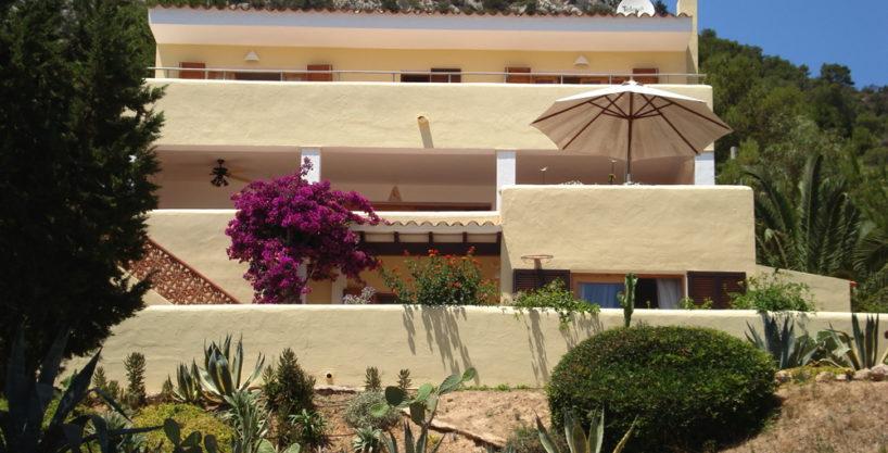 villa924bedroomsescubells1.jpg