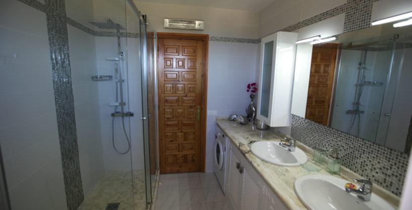villa924bedroomsescubells15.jpg