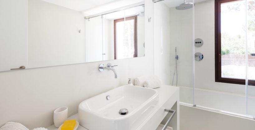 villa-211-4-bedrooms-cala-jondal17.jpg