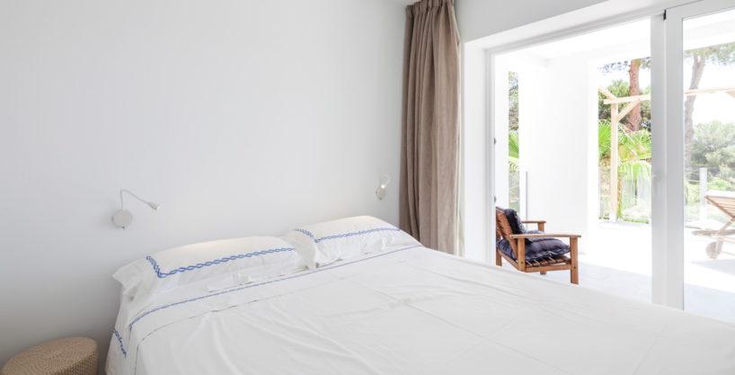 villa-211-4-bedrooms-cala-jondal18.jpg