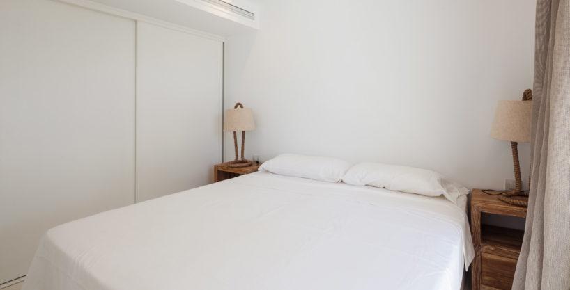 villa-211-4-bedrooms-cala-jondal24.jpg