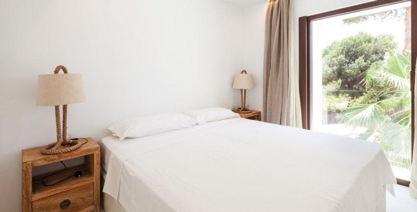 villa-211-4-bedrooms-cala-jondal25.jpg