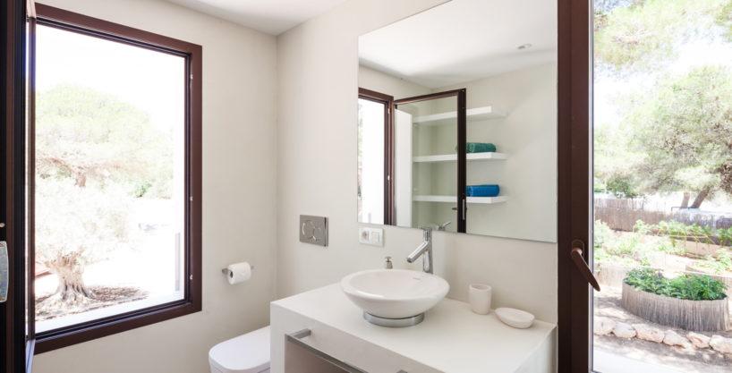 villa-211-4-bedrooms-cala-jondal34.jpg