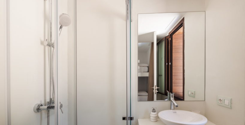 villa-211-4-bedrooms-cala-jondal38.jpg
