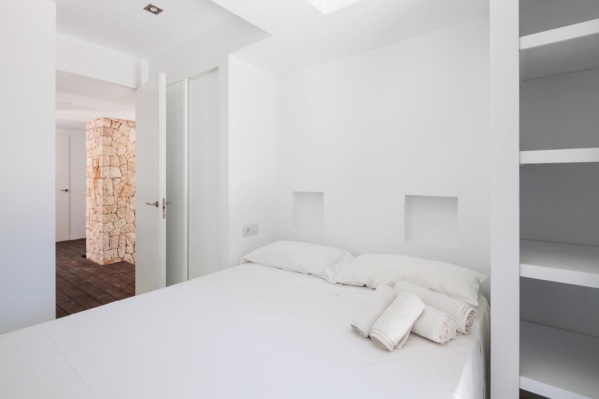villa 211 - 4 bedrooms - cala jondal40