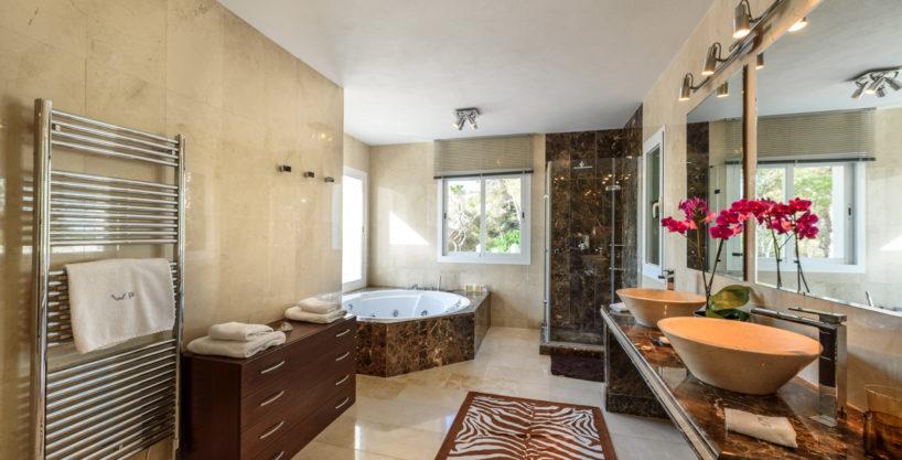 villa-279-6-bedrooms-es-cubells22.jpg