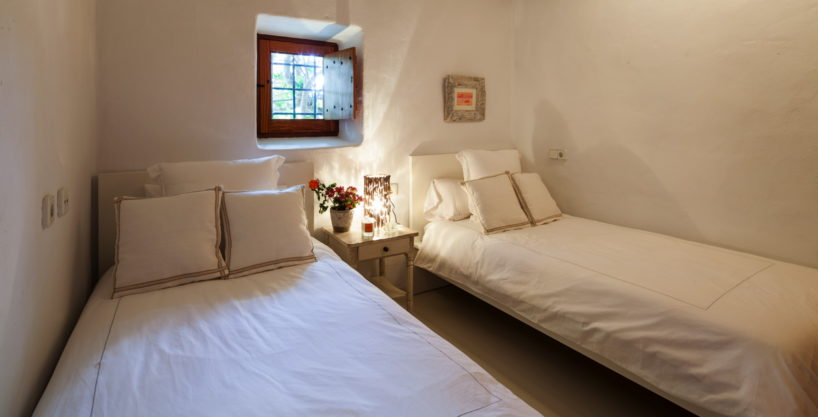 villa-325-6-bedrooms-san-josep26.jpg