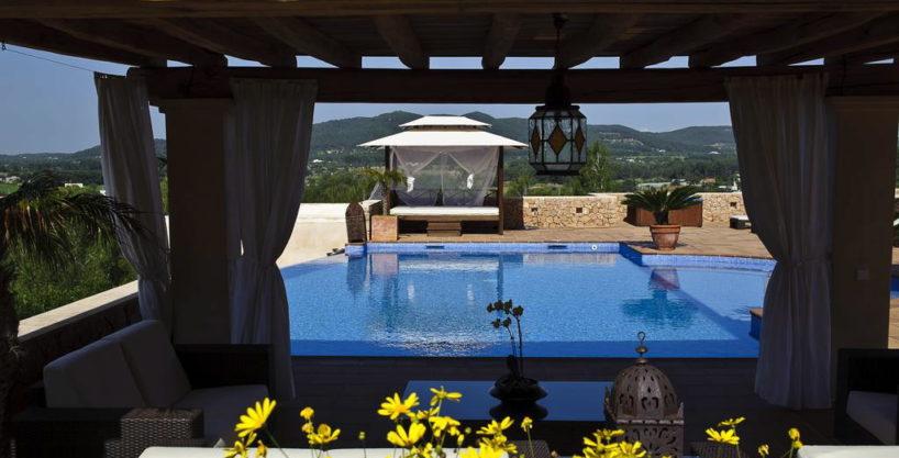 villa1206bedroomssantagertrudis17.jpg