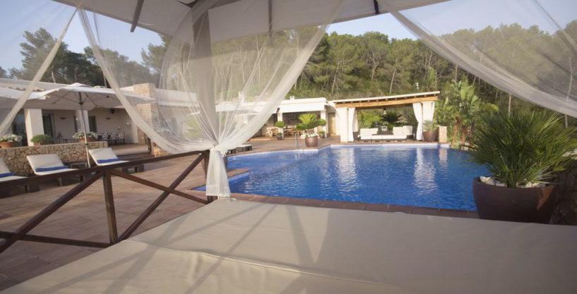 villa1206bedroomssantagertrudis39.jpg