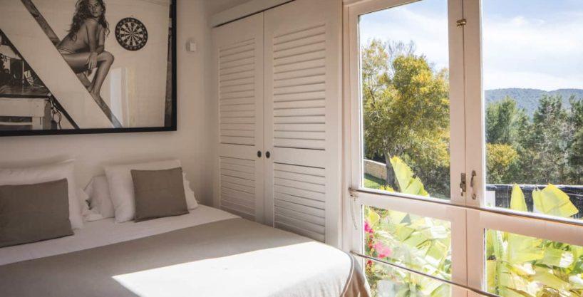 villa3036bedroomsibiza12.jpg