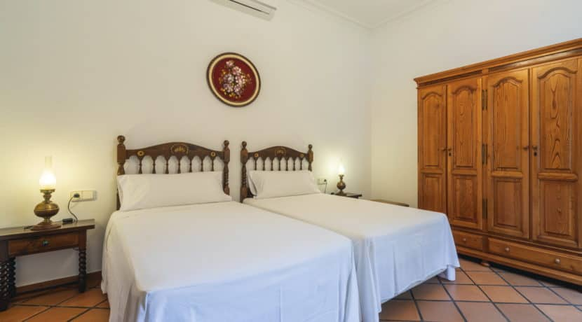 villa1494bedroomssantaeulalia0
