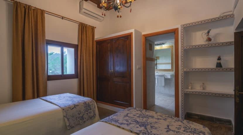 villa1494bedroomssantaeulalia15