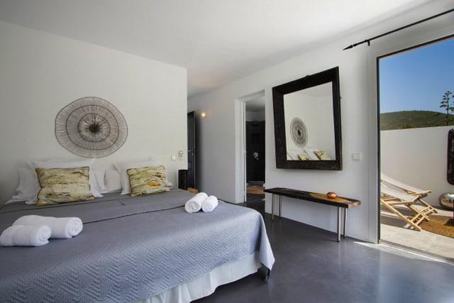 villa3015bedroomsrocallisa18