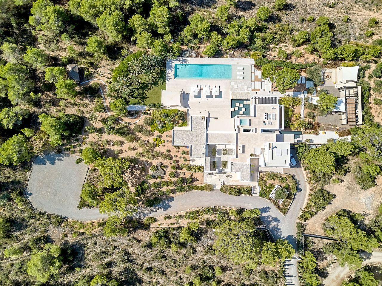 Villa 337-5-bedrooms-cala-tarida15